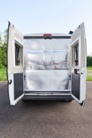 Isolation thermique rabattable pour les portes arrières